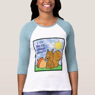 Nueces sobre usted camisa