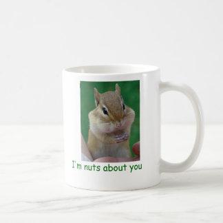 Nueces sobre usted taza