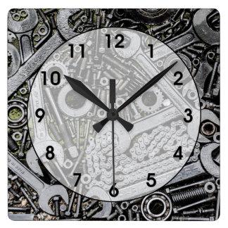 Nueces - y - pernos reloj cuadrado