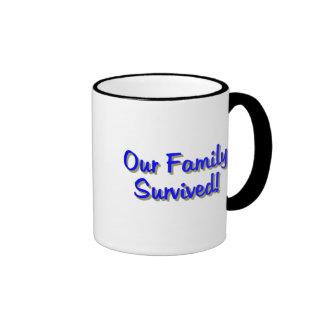 Nuestra familia sobrevivió el azul de 2009 tazas: taza de dos colores