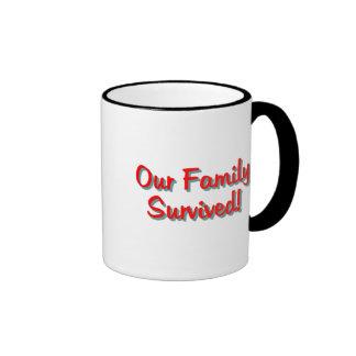Nuestra familia sobrevivió rojo de 2009 tazas: taza de dos colores