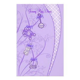 Nuestra nueva adición en tonalidades púrpuras papelería