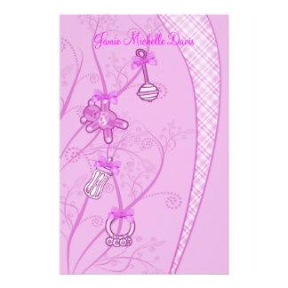 Nuestra nueva adición en tonalidades rosadas  papeleria de diseño
