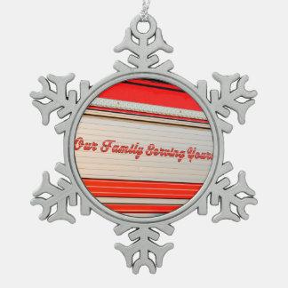 nuestra porción de la familia el suyo en puerta adorno de peltre en forma de copo de nieve