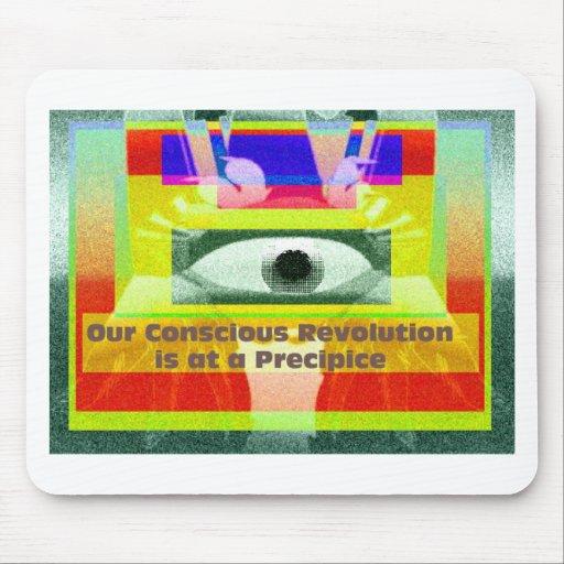 Nuestra revolución consciente está en un precipici alfombrilla de ratón