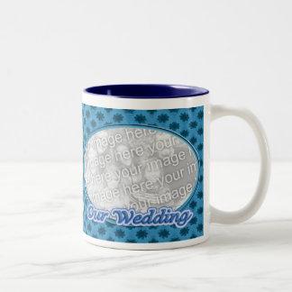 Nuestro marco floral azul de la foto del boda taza de café