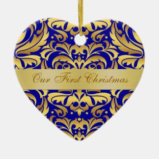 Nuestro ornamento azul del damasco del oro del adorno navideño de cerámica en forma de corazón