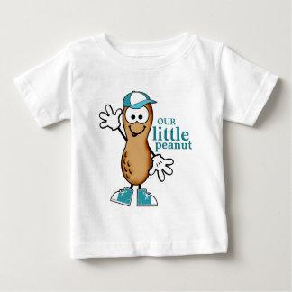 Nuestro pequeño cacahuete (azul) playera de bebé
