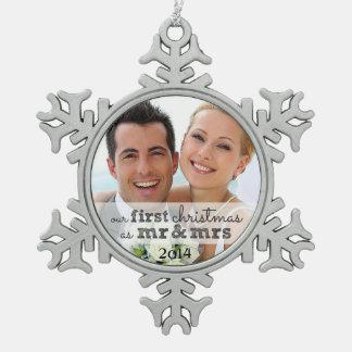 Nuestro primer navidad como Sr. y señora Snowflake Adorno