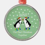 Nuestro primer navidad juntos 2015 (pingüinos de adorno navideño redondo de metal