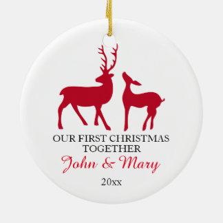 Nuestro primer navidad juntos adorna, ama ciervos adorno navideño redondo de cerámica