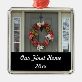 Nuestro primer ornamento casero de la foto de la adorno cuadrado plateado
