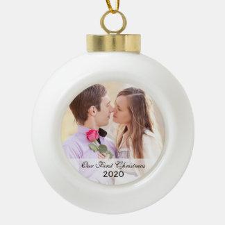 Nuestro primer ornamento de la foto del navidad ju