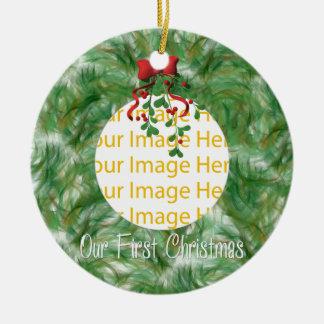 Nuestro primer ornamento del navidad adorno redondo de cerámica