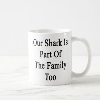 Nuestro tiburón es parte de la familia también tazas