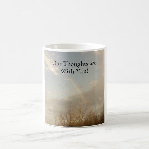 ¡Nuestros pensamientos están con usted! Taza De Café