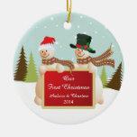 Nuestros primeros pares del muñeco de nieve del ornaments para arbol de navidad