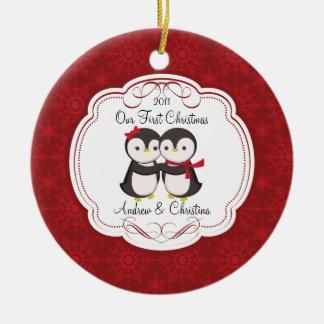 Nuestros primeros pares del pingüino del ornamento adornos de navidad