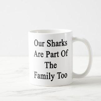 Nuestros tiburones son parte de la familia también taza de café