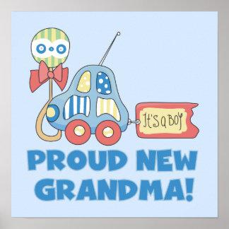 Nueva abuela orgullosa es regalos de un muchacho póster