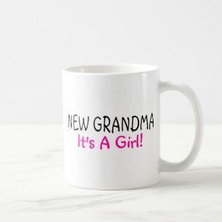 Nueva abuela su un rosa del chica taza de café
