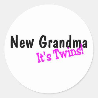 Nueva abuela sus gemelos pegatina redonda