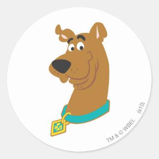 Nueva actitud 8 del estudio de Scooby Doo Pegatina Redonda