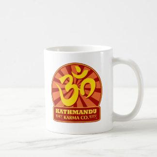 Nueva edad de Katmandu y símbolo budista de OM Taza De Café