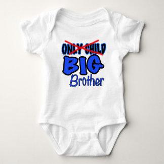 Nueva invitación de hermano mayor del bebé - playeras