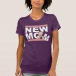 Nueva mamá con la niña rosada camisetas