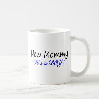 Nueva mamá su un muchacho taza de café