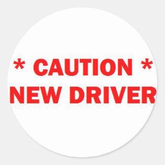 Nueva precaución del conductor etiqueta redonda