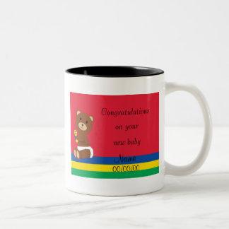 Nueva taza del bebé de la enhorabuena (roja)