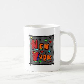 Nueva York enrrollada, arte en el marco, multicolo Taza Básica Blanca