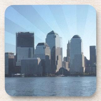 Nueva York horizonte suavemente azul Posavasos De Bebida