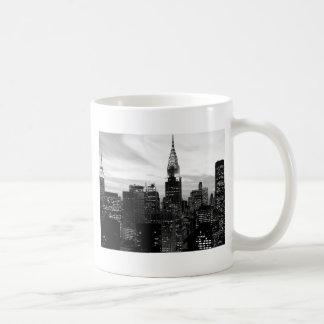 Nueva York negra y blanca Tazas