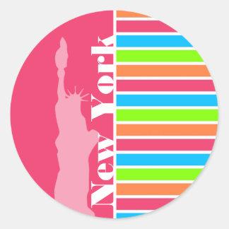 Nueva York rosada; Arco iris de neón retro Pegatina Redonda