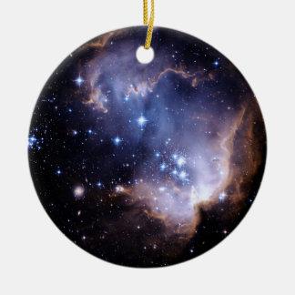 Nuevamente formación de las estrellas adorno navideño redondo de cerámica