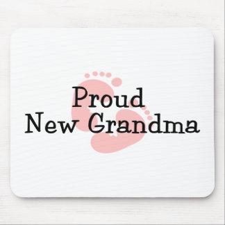 Nuevas huellas orgullosas de la niña de la abuela alfombrilla de ratón