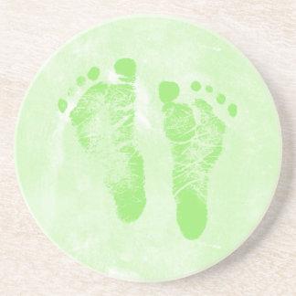 Nuevas huellas verdes femeninas lindas del bebé posavasos manualidades
