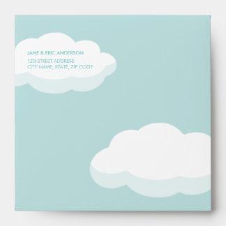 Nuevas nubes del bebé y pequeño sobre de los coraz