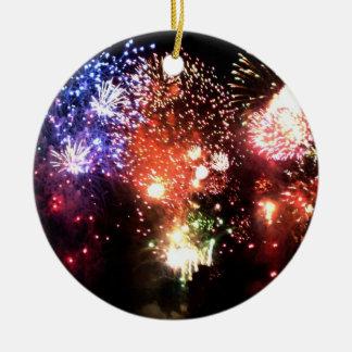 Nuevo año: racimo final de fuego artificial - adorno redondo de cerámica