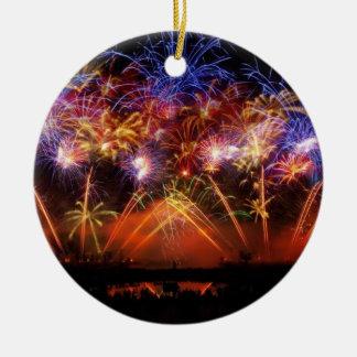 Nuevo año: racimo final - adorno redondo de cerámica