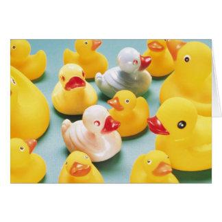 Nuevo bebé del pato de goma tarjeta de felicitación