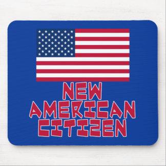 Nuevo ciudadano americano con la bandera americana tapetes de raton