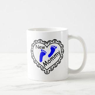 Nuevo corazón del azul del muchacho de la mamá taza de café