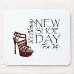 Nuevo día del zapato de la CAMISETA Alfombrilla De Ratones
