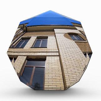 Nuevo edificio de oficinas, visión de debajo