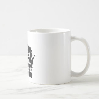 Nuevo gris unido del logotipo del consejo en negro taza básica blanca