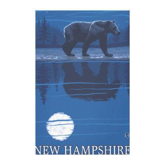 Nuevo HampshireBear en el claro de luna Lienzo Envuelto Para Galerias